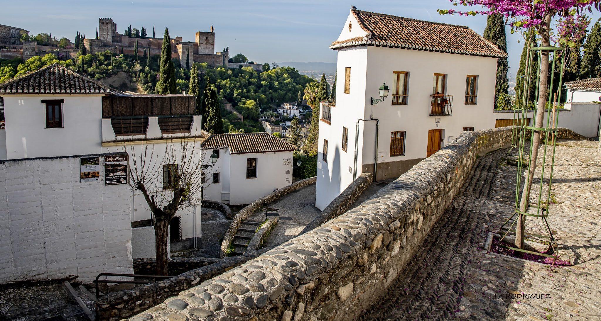 Cuesta de las Tomasas y Alhambra - Fotografía de José Antonio Rodríguez