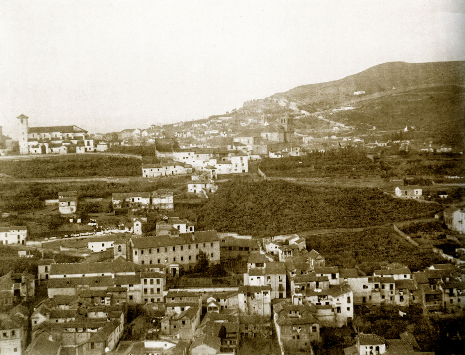 Detalle de 'Vista del Albaicín desde la Alhambra' (Fotografía de Rioboo, h 1910-20)