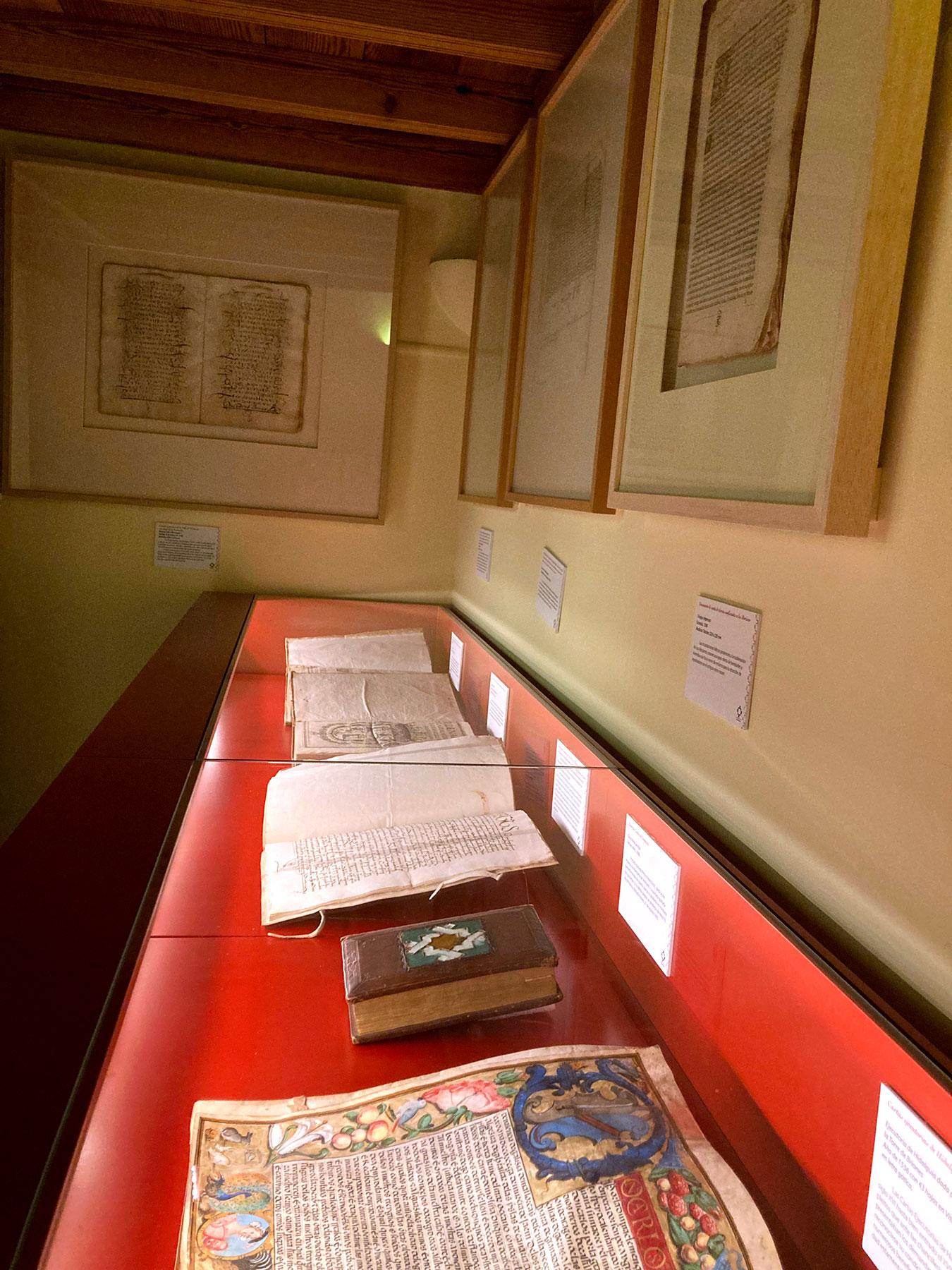 Documentos y joyas bibliográficas de la Sala Reino de Granada